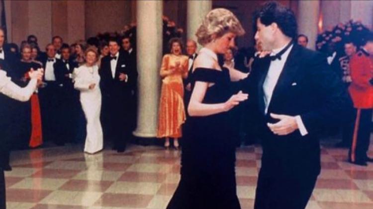 L'attore John Travolta balla con la principessa Diana nel 1985 alla Casa Bianca - clone / YouTube - clone / YouTube
