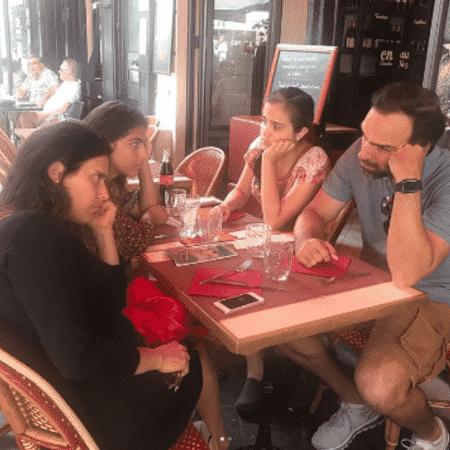Tadeu Schmidt com a mulher, Ana Cristina, e as filhas, Laura e Valentina - Reprodução/Instagram