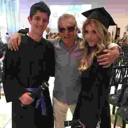 Carlos Alberto de Nóbrega com os filhos João Victor e Maria Fernanda - Reprodução/Instagram/calbertonobrega