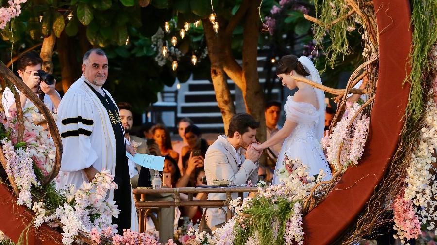 Klebber Toledo e Camila Queiroz trocam alianças em Jericoacoara (CE) - Manuela Scarpa/Brazil News