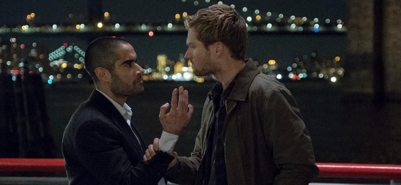 """Danny (Finn Jones, à direita) enfrenta Davos (Sacha Dhawan) em cena da segunda temporada de """"Punho de Ferro"""" - Divulgação/Netflix"""
