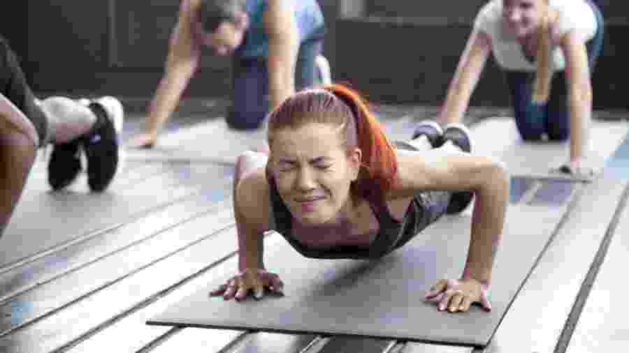 Se está com muita dor é melhor repousar. Treinar mesmo dolorido aumenta as chances de lesões  - iStock