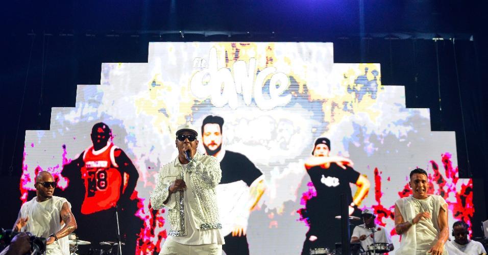 """A banda Psirico escolheu um setlist que agradou em cheio o público com  antigos e novos sucessos, dentre os quais: """"Sambadinha"""", """"Contregum"""" e """"Elas gostam [polpa da bunda]"""". O vocalista ainda apostou que o o hit, """"Todo mundo subindo e descendo"""", será a música do Carnaval 2019 """"Vai ser um sucesso"""", arriscou Márcio Victor"""