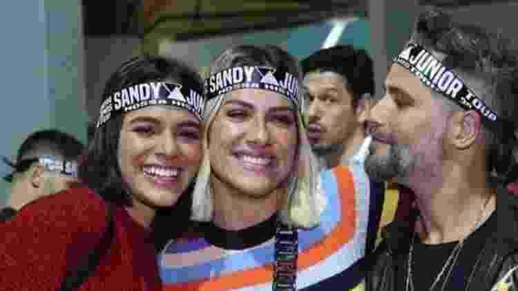 Bruna Marquezine com os amigos Giovanna Ewbank, Bruno Gagliasso e João Vicente de Castro no show da dupla Sandy e Junior no Rio - Reprodução / Instagram - Reprodução / Instagram
