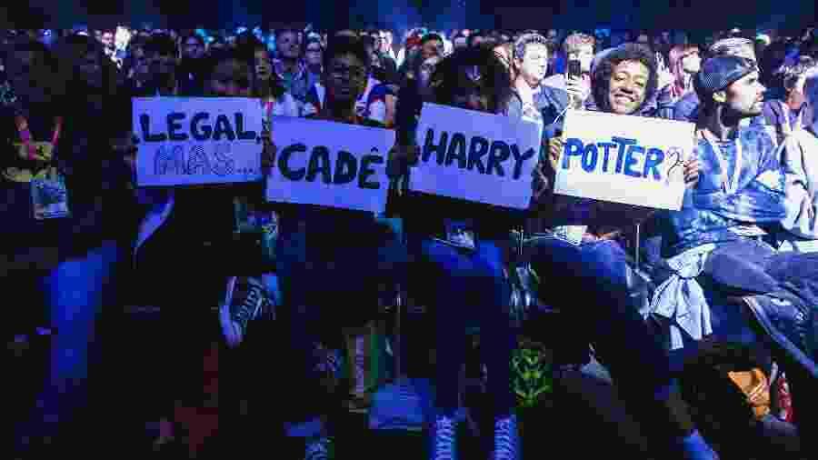 Fãs de Harry Potter exibem meme durante painel da Netflix na CCXP 2019 - Vans Bumbeers/Divulgação