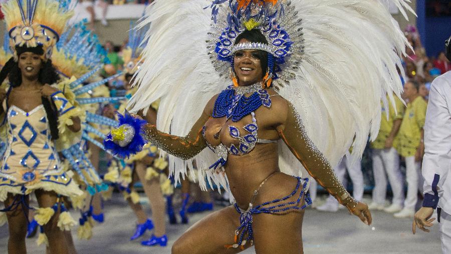 A Portela foi um dos destaques no primeiro dia de desfiles na Marquês de Sapucaí - Júlio César Guimarães/UOL