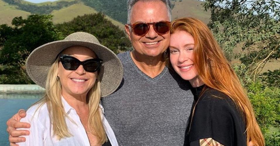 Marina Ruy Barbosa ao lado de seus pais