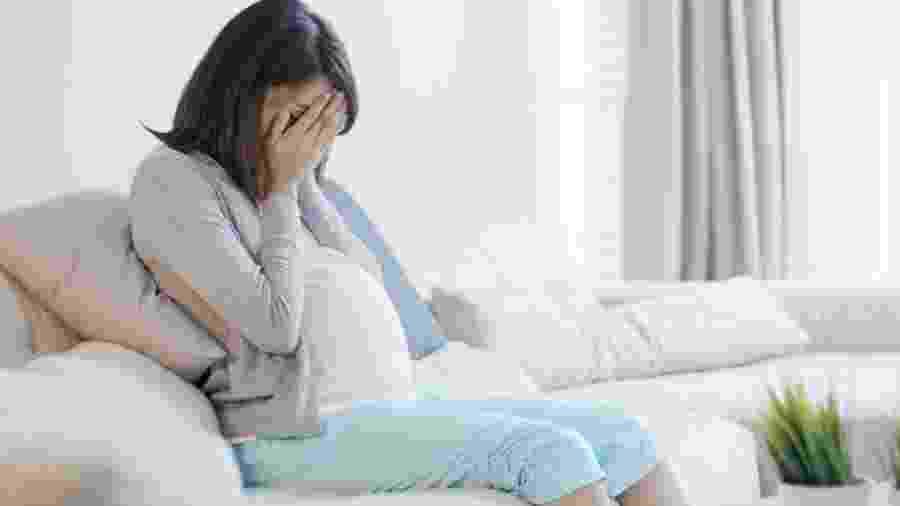 Caso na França pode ter sido o primeiro de transmissão de coronavírus da mãe para o bebê no útero - iStock