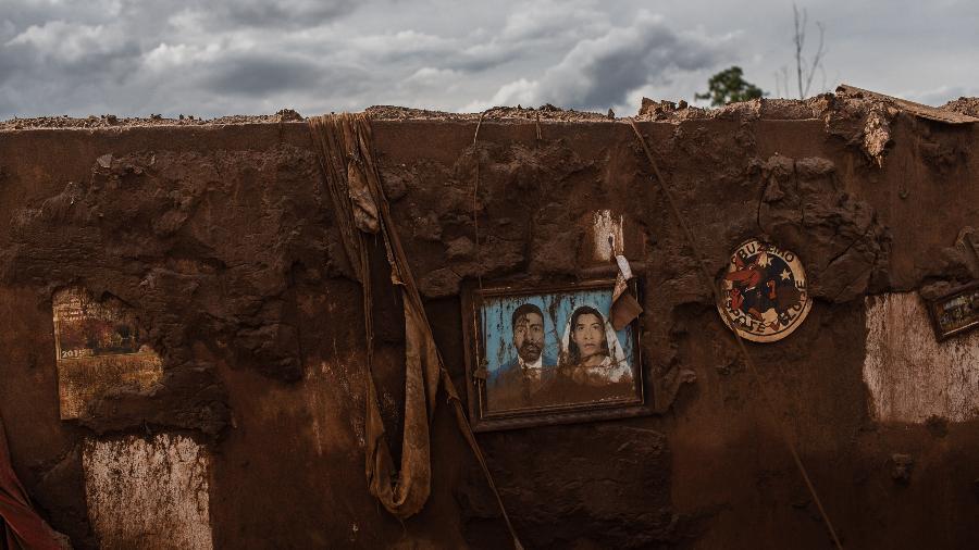 Na imagem: estragos provocados pelo rompimento de duas barragens no distrito de Bento Rodrigues, em Mariana (MG) - Avener Prado/Folhapress
