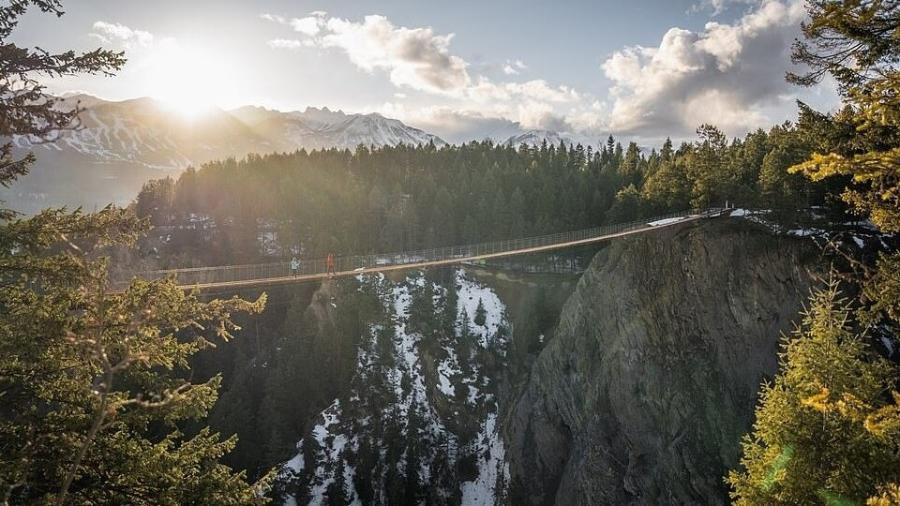 Uma das maiores pontes suspensas do Canadá atravessará um cânion - Golden Skybridge by Pursuit