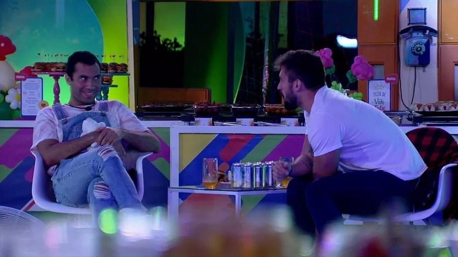 BBB 21: Arthur e Gilberto combinam de forjar ataque no jogo da discórdia - Reprodução/Globoplay