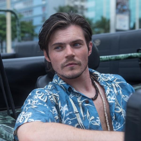 """Chris Mason, ator britânico, trabalhou no filme """"O Auto da Boa Mentira"""""""