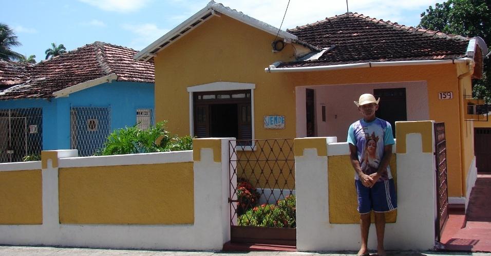 20.jan.2016 - Com a crise, várias casas estão à venda no sítio histórico, como essas, na rua do Bonfim da Cidade Alta