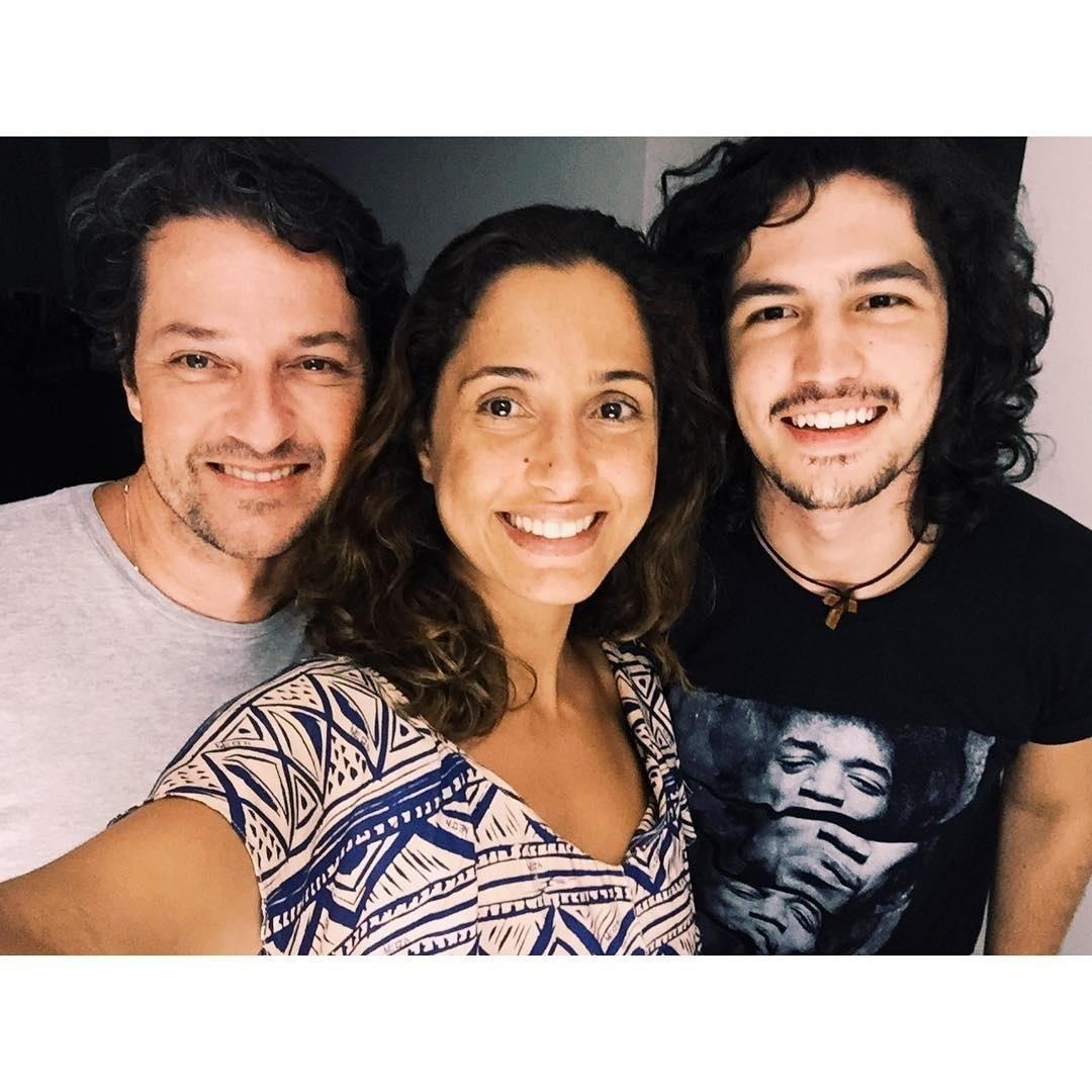 20.jan.2016 - Marcelo Serrado, Camila Pitanga e Gabriel Leone começaram a gravar