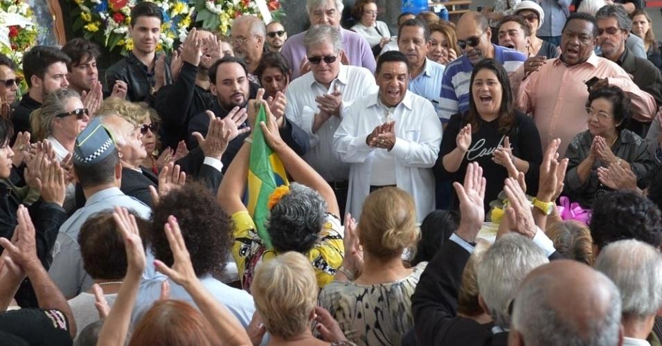 16.maio.2016 - Amigos, músicos, familiares e fãs se despedem do ícone da música Cauby Peixoto