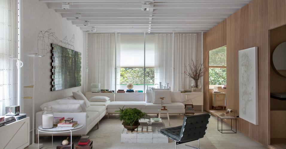 Casa Cor SP 2016 - ambiente Shoji 04: O projeto do escritório Yamagata Arquitetura, com 84 m², é um retângulo dividido em um amplo salão e outros três espaços menores, limitados por divisórias de madeira inspiradas nos biombos japoneses, conhecidos como