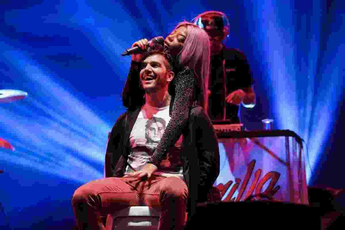 """21.mai.2016 - Ludmilla seduz fã no palco durante show no festival """"Preparadx"""", voltado ao público LGBT, que aconteceu na noite deste sábado no Anhembi, zona norte de São Paulo - Manuela Scarpa/Brazil News"""