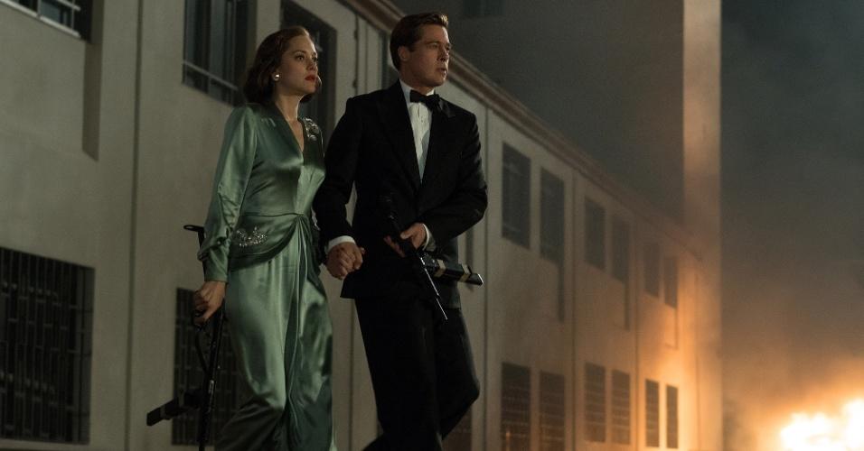 Marion Cotillard e Brad Pitt em cena de
