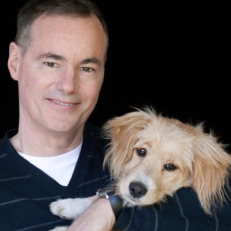 """W. Bruce Cameron, autor de """"Quatro Vidas de Um Cachorro"""", com seu cão, Tucker - Ute Ville/Divulgação"""