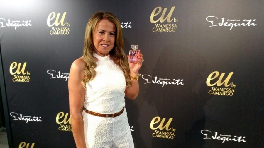 Zilu Godoy posa para fotos no lançamento do perfume Eu, fragância de Wanessa Camargo para a marca Jequiti  - Felipe Abílio/UOL