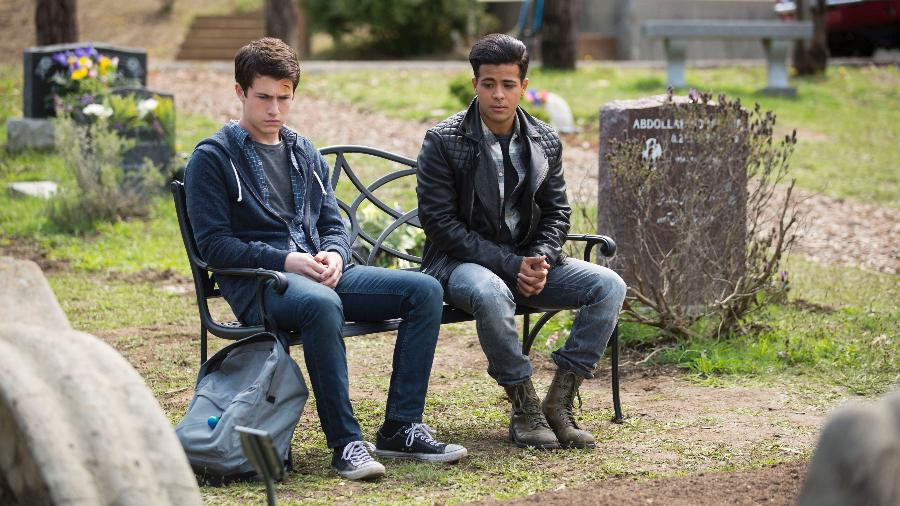"""Clay (Dylan Minette) e Tony (Christian Navarro) em cena de """"13 Reasons Why"""" - Divulgação/Netflix"""