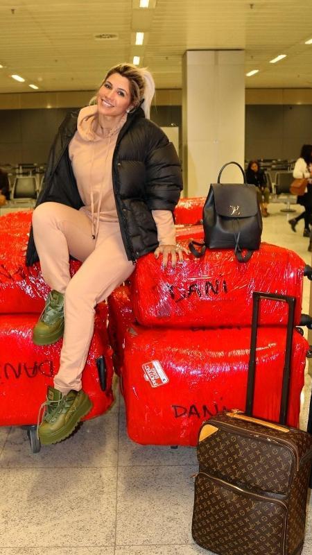 Dani Souza posa com suas malas em aeroporto - Reprodução/Instagram
