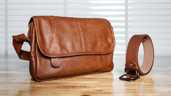 5589bc186 Couro natural e sintético: como limpar sapatos, bolsas, roupas e ...