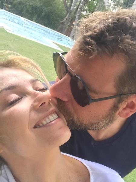 Luiza Possi  com o noivo, Cris Gomes - Reprodução/Instagram