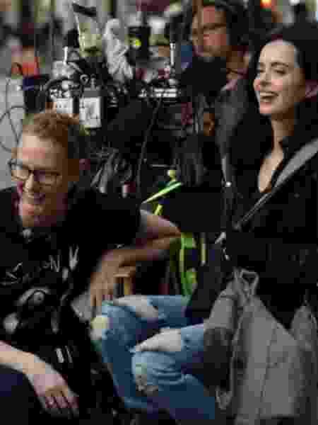 """Krysten Ritter (direita), a protagonista de """"Jessica Jones"""", posa com a criadora da série, Melissa Roseberg - Reprodução/Instagram/therealkrystenritter - Reprodução/Instagram/therealkrystenritter"""