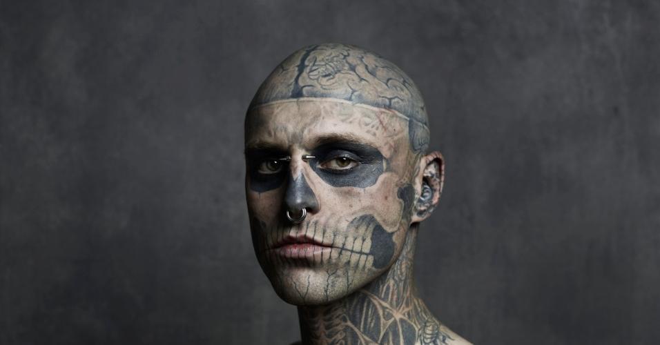 """O modelo Rick Genest, mais conhecido como Zombie Boy, foi revelado no clipe de """"Born This Way"""", de Lady Gaga"""