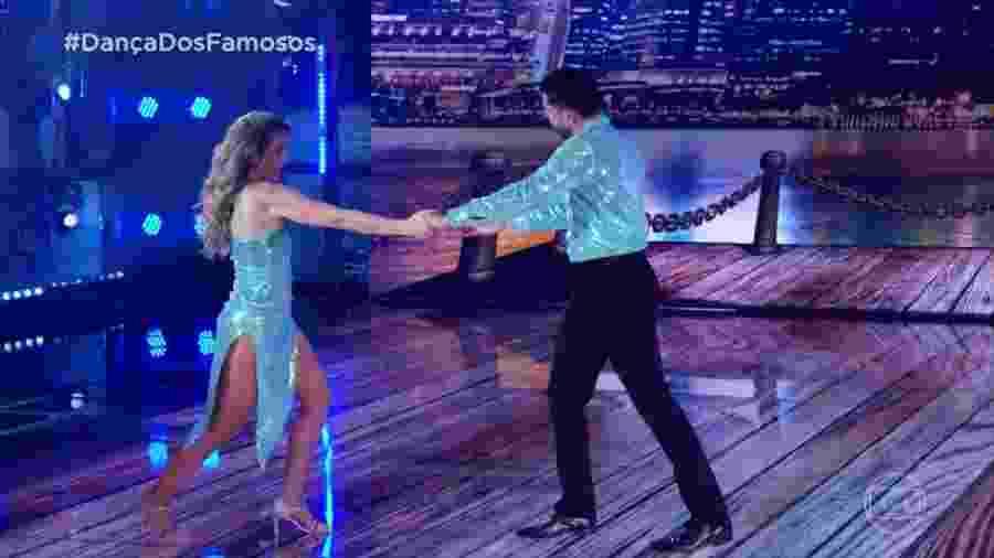Mariana Ferrão e o professor Ricardo levantaram o juri e plateia com uma coreografia sensual - Reprodução/TV Globo