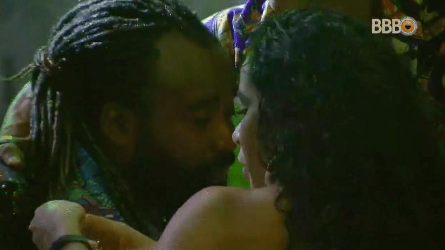 Rodrigo se emociona durante a festa  - Reprodução/GlobosatPlay