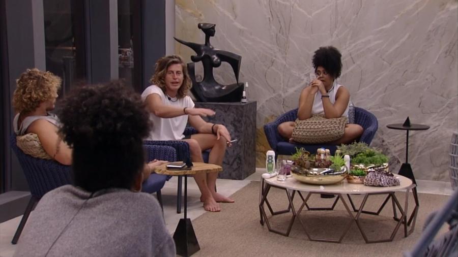 """Brothers conversam na varanda do """"BBB"""" - Reprodução/GloboPlay"""