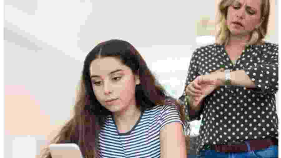 Na pesquisa, meninas disseram usar redes sociais com mais frequência que meninos - Getty Images