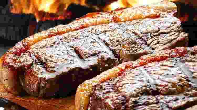 Churrasqueira quente: importante para criar crosta - Ribeiro Rocha/Getty Images/iStockphoto - Ribeiro Rocha/Getty Images/iStockphoto