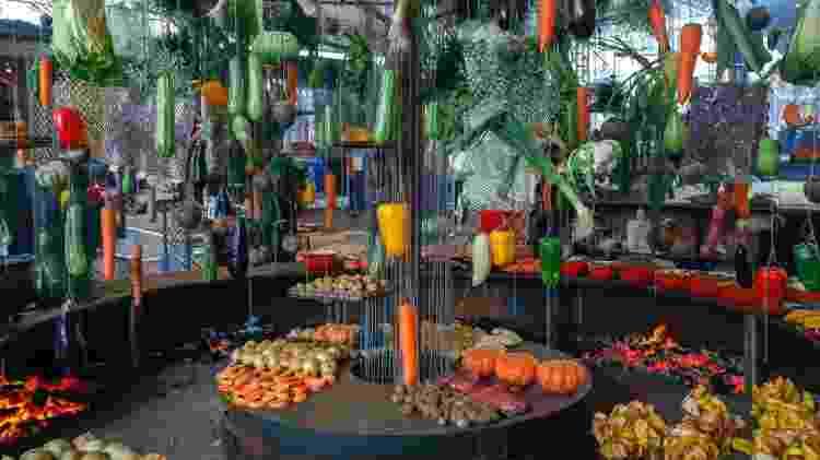 Varal de vegetais por Marcos Livi, na Churrascada - Fernando Torres - Fernando Torres
