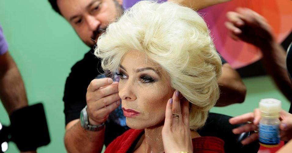 """Adriane Galisteu encarna Hebe Camargo no programa """"Máquina da Fama"""",no SBT. Além da caracterização, Adriane vai usar um vestido do acervo da apresentadora, que morreu há três anos"""