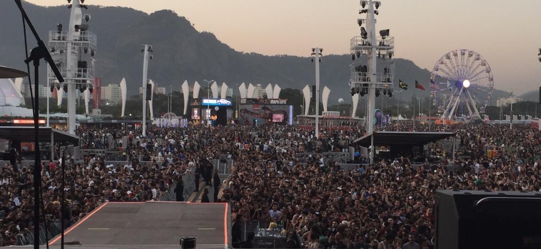 Público aguarda o próximo show no Palco Mundo do Rock in Rio em 2015 - Felipe Branco Cruz/UOL