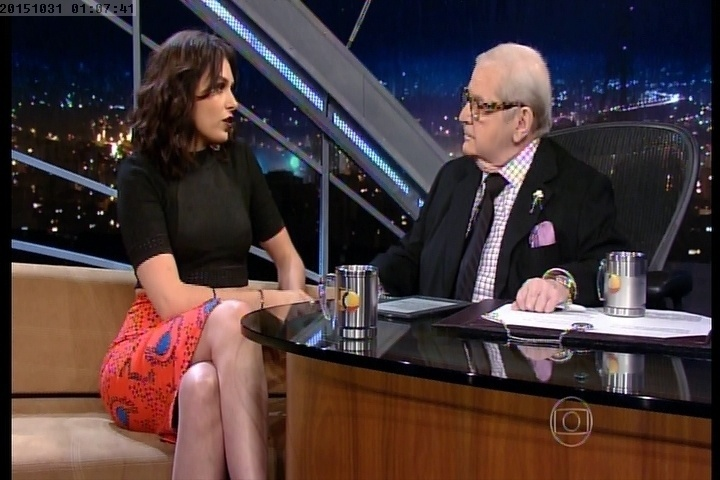 """30.out.2015 - Entrevistada do """"Programa do Jô"""", Monica Iozzi diz que quer deixar o """"Vídeo Show"""" para retomar a sua carreira de atriz"""