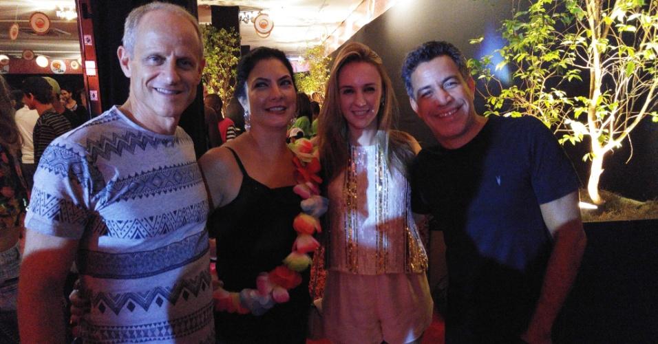 5.fev.2016 - O CEO do UOL Marcelo Epstejn (à esq.), Ana Epstejn, Luiz Calainho e a noiva, Larissa