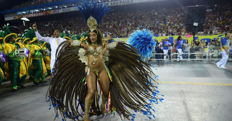 7.fev.2016 - Aline Riscado estreia no Carnaval de São Paulo como
