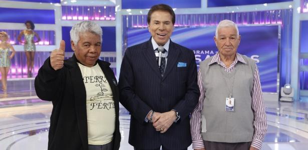 Silvio entre o eterno escudeiro Roque (à esq.) e seu Assis, que cuida dos aviõezinho$$$$ - Lourival Ribeiro/SBT