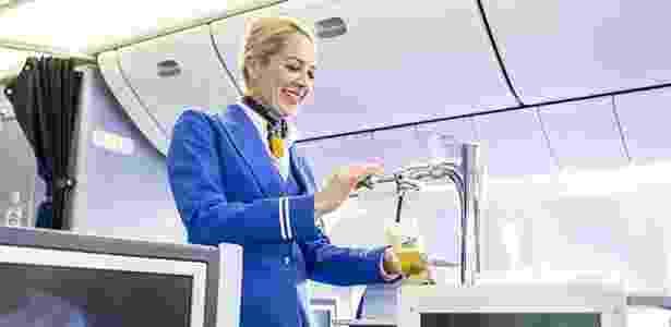 KLM pretende servir a bebida em alguns de seus voos - Reprodução/KLM Airlines