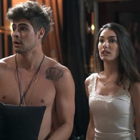 """Yasmin (Marina Moschen) impede que Diana (Alinne Moraes) flagre Léo Régis (Rafael Vitti) com outra em """"Rock Story"""" - Reprodução/GShow"""