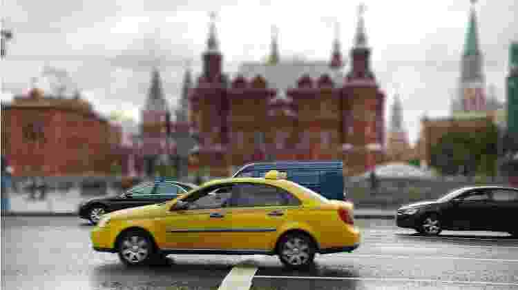 Carro alugado, emprestado, táxi ou aplicativo de caronas: todas são opções válidas no trânsito russo - Getty Images/iStockphoto