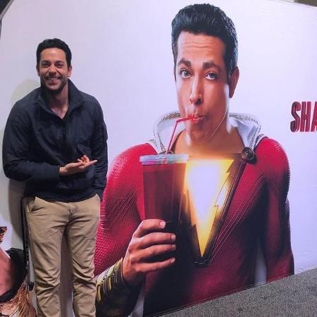 """Zachary Levi brinca com propaganda do filme """"Shazam!"""" - Reprodução"""