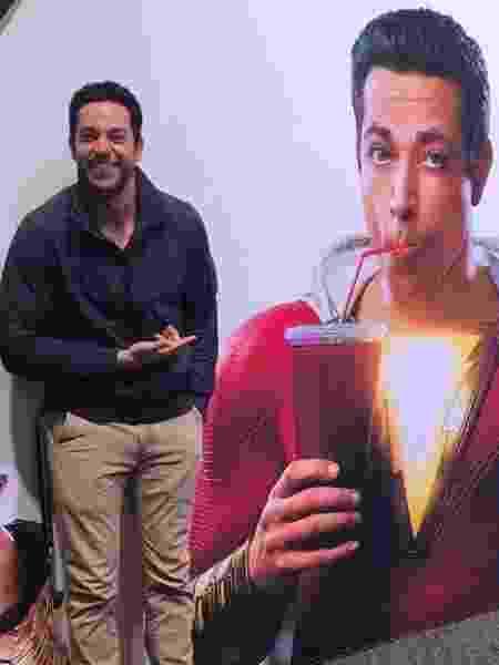 Zachary Levi revela o uniforme de Shazam! - Reprodução