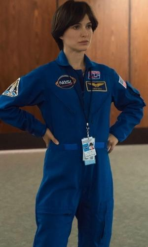Natalie Portman como Lucy Cola