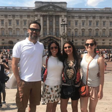 Tadeu Schmidt e Ana Cristina com Valentina e Laura - Reprodução/Instagram