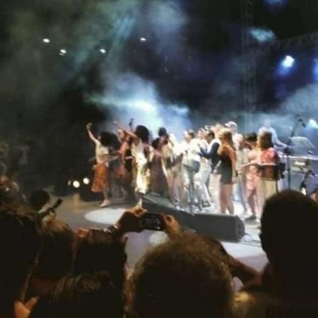 """Mulheres sobem ao palco e protestam durante a música """"Gostosa"""" em show de Jorge Ben Jor, em Salvador - Reprodução/Instagram/@capoeiramulher"""